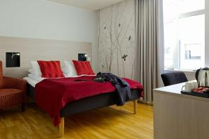 A bed or beds in a room at Scandic Byparken
