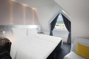 A bed or beds in a room at Scandic Royal Stavanger