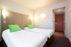 A bed or beds in a room at Campanile Paris Est Bobigny