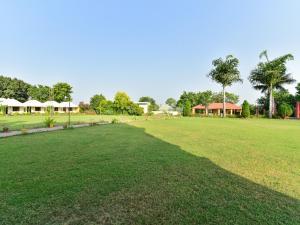 A garden outside Capital O 76515 Hotel Bharat Lake View Resort