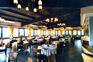 A restaurant or other place to eat at Complesso L'Oasi