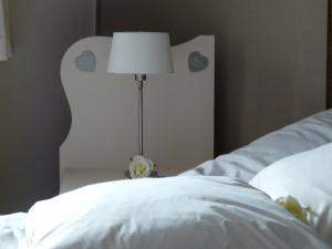 A bed or beds in a room at Ten Huize Rebecca
