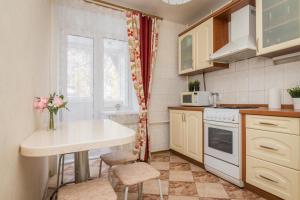 Кухня или мини-кухня в Apartment on Osharskaya 15