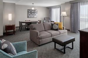 A seating area at Embassy Suites San Antonio Riverwalk-Downtown