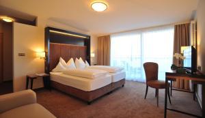 Ein Bett oder Betten in einem Zimmer der Unterkunft Hotel Goldene Rose