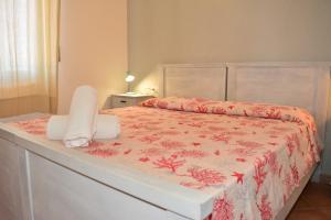 A bed or beds in a room at La Contessa