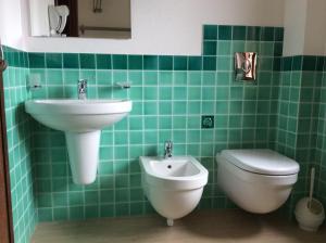 A bathroom at La Contessa