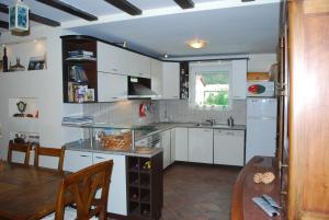 A kitchen or kitchenette at Villa Beli Iskar