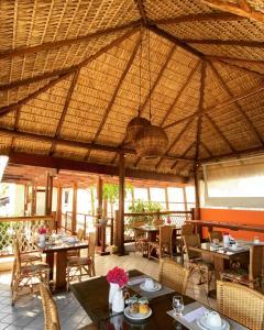 Um restaurante ou outro lugar para comer em Pousada Manga Rosa Beira Mar