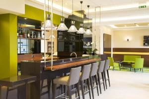 Lounge oder Bar in der Unterkunft Escale Oceania Orléans
