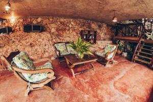 A seating area at Altos de Caño Hondo