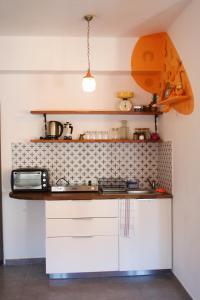 Küche/Küchenzeile in der Unterkunft Rena's House