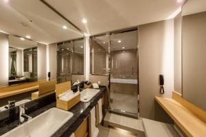 A bathroom at Hotel Nikko Osaka
