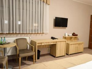 Telewizja i/lub zestaw kina domowego w obiekcie TSA Restauracja Hotel Aquarius