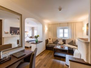 Ein Sitzbereich in der Unterkunft Hotel Gasthof Blaue Quelle