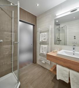 Ein Badezimmer in der Unterkunft Hotel Alpenhof