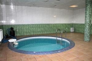 Бассейн в RUS-отель или поблизости