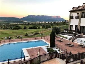 A view of the pool at Hotel Golf & Spa Real Badaguás Jaca or nearby