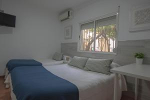 A bed or beds in a room at PENSIÓN ISBEL