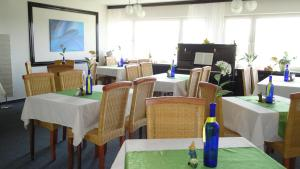 A restaurant or other place to eat at Hotel Weisser Stein