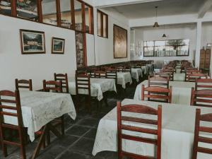 A restaurant or other place to eat at Pousada do Preto
