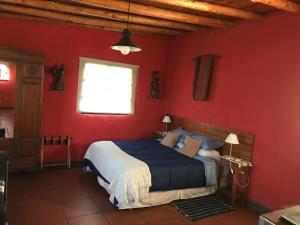 Una cama o camas en una habitación de Taos Pueblo