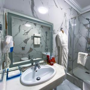 A bathroom at Jumbaktas Astana Hotel