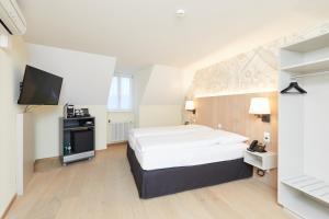 Ein Bett oder Betten in einem Zimmer der Unterkunft Kreuz Bern Modern City Hotel