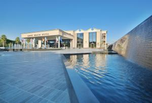 The swimming pool at or close to Savoy Beach Hotel & Spa
