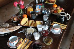 Breakfast options available to guests at Hôtel Ladagnous