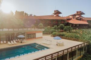 Uma vista da piscina em Pousada Pedra Azul ou nos arredores