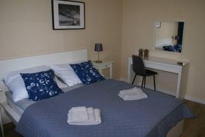Łóżko lub łóżka w pokoju w obiekcie Apartament blisko plaży (Osiedle Ogrody Kołobrzeg)