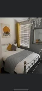 A bed or beds in a room at Bradburys of Blackpool