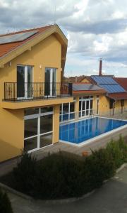 The swimming pool at or close to HRC Panzió