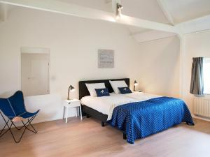 A bed or beds in a room at BizStay Cricket Mansion Apartments