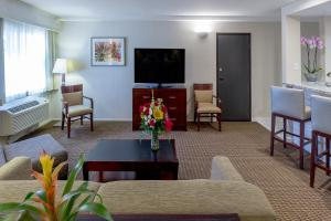 A seating area at Best Western Plus Carpinteria Inn