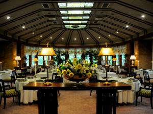 A restaurant or other place to eat at Hotel La Neige Higashi-kan
