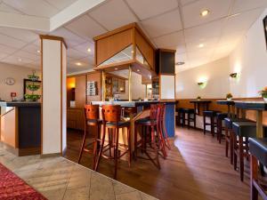Ein Restaurant oder anderes Speiselokal in der Unterkunft ACHAT Hotel Darmstadt Griesheim
