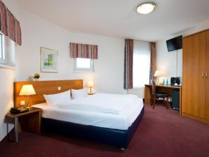 Ein Bett oder Betten in einem Zimmer der Unterkunft ACHAT Hotel Darmstadt Griesheim