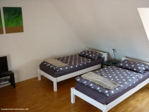Ein Bett oder Betten in einem Zimmer der Unterkunft Domizil Domblick Speyer City, OHNE Testpflicht