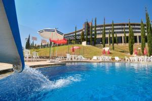 A piscina localizada em Golden Park All Inclusive Poços de Caldas ou nos arredores
