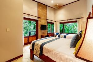 A bed or beds in a room at Hotel Bosque del Mar Playa Hermosa