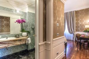 A bathroom at Albergo del Senato