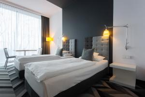A bed or beds in a room at Poziom 511 Design Hotel & Spa