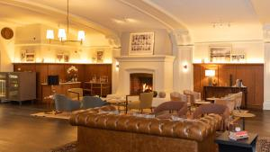 The lounge or bar area at Harbor Court Hotel