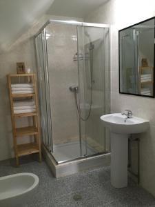 A bathroom at Casa das Flores