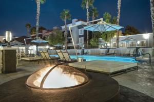 The swimming pool at or near Desert Rose Resort