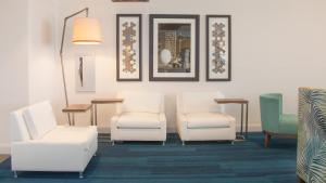 A seating area at Holiday Inn Express & Suites Panama City Beach - Beachfront, an IHG Hotel