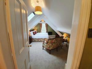 A bed or beds in a room at Plas Dinas Country House