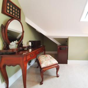 A television and/or entertainment center at Plas Dinas Country House